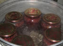 как правильно стерилизовать банки с салатом в кастрюле
