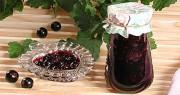 Ароматное варенье пятиминутка из черной смородины