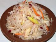 Салат из квашеной капусты или капуста провансаль с яблоками и ягодами - вкусный быстрый рецепт салата.
