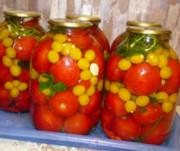 Алыча консервированная с томатами и чесноком