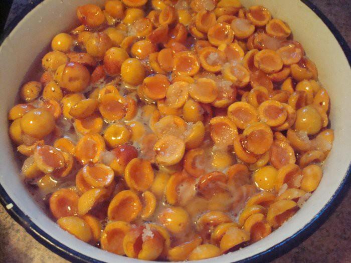 Сушеные цукаты из абрикосов