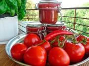 Красный острый перец и томатный соус