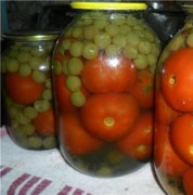 Консервированные помидоры с виноградом на зиму