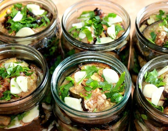 острая закуска из баклажанов на зиму без варки