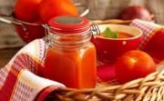 Домашний острый соус из помидор, перца и яблок