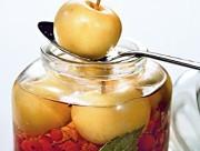 Красная рябина моченая с яблоками