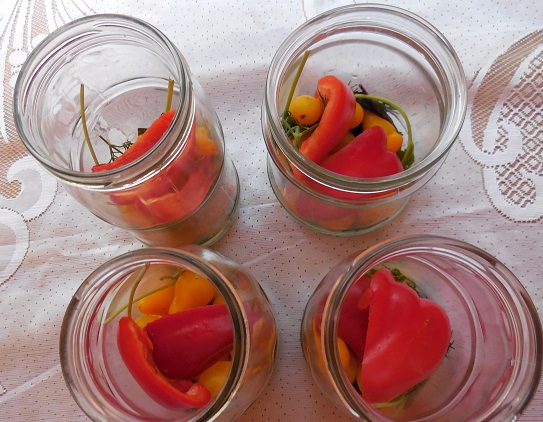 Перец и помидры в банке