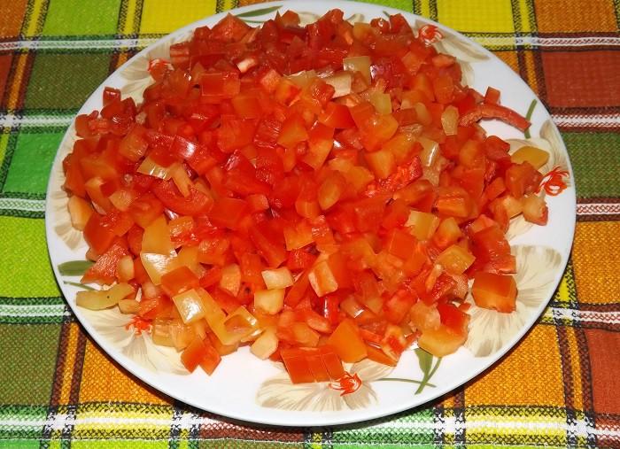 Нарезанный болгарский красный перец