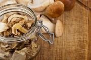 Как правильно хранить сушеные грибы
