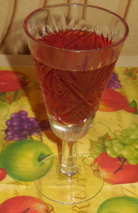 Домашняя вишневая наливка на водке