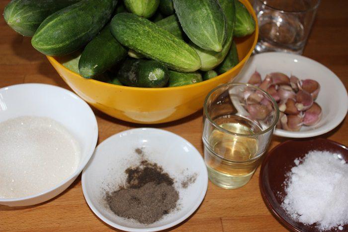 Огурцы, маринованные на зиму в банках кусочками, в чесночном маринаде