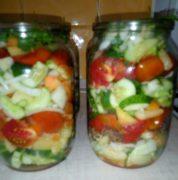 Маринованный салат из огурцов, кабачков и помидор на зиму