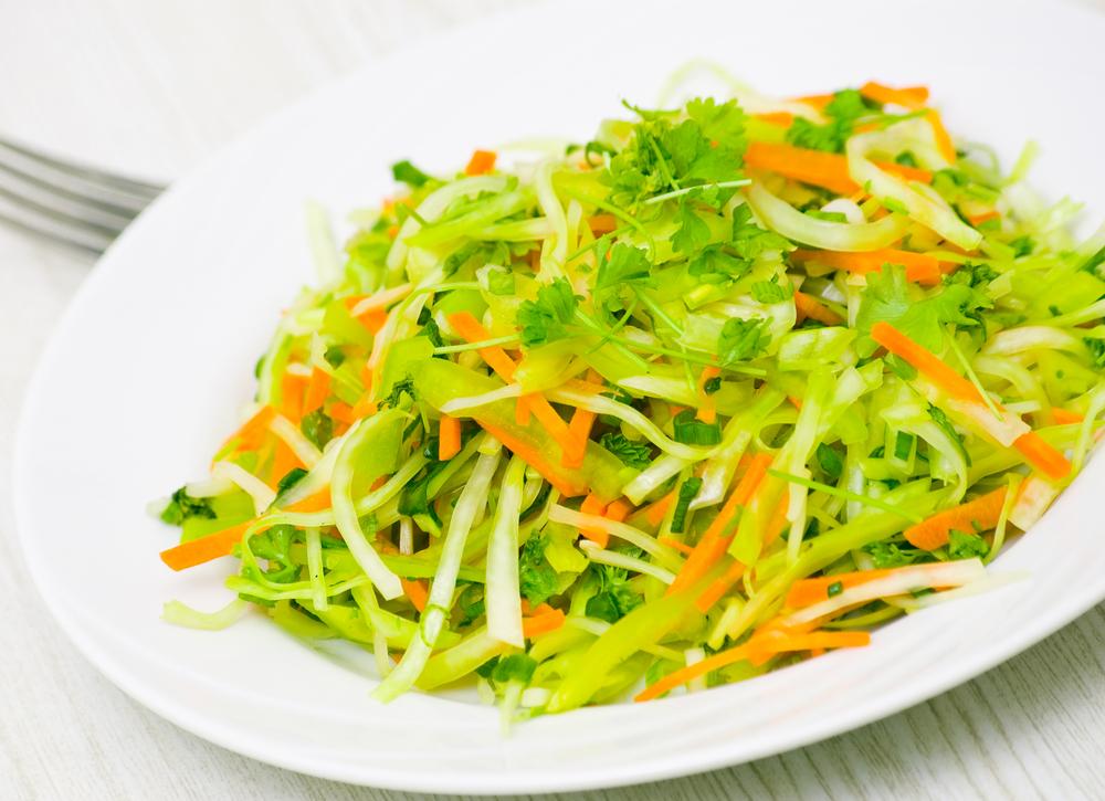 Салат с белокочанной капустой диетический