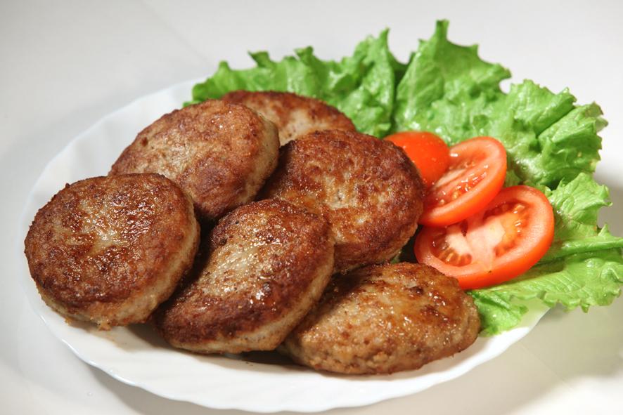 Сколько в холодильнике хранятся сырые и готовые котлеты: мясные ...   591x886