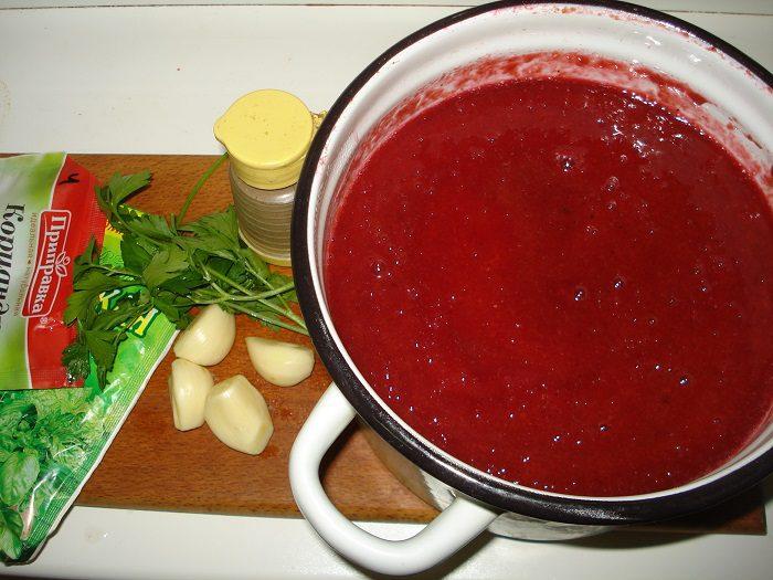 Острый домашний соус из синих слив на зиму
