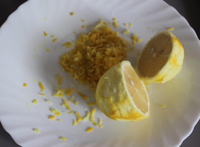 Смешиваем их с сахаром и ванилином в кастрюле, доводим до кипения и провариваем 15 минут.