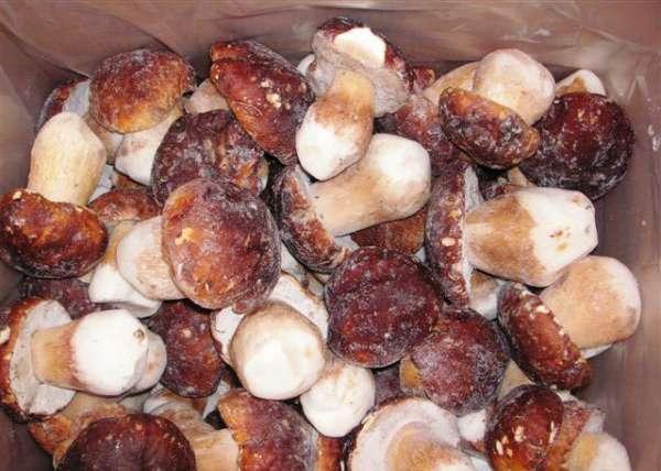 Замороженные целые грибы