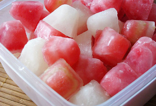 Кубики арбуза