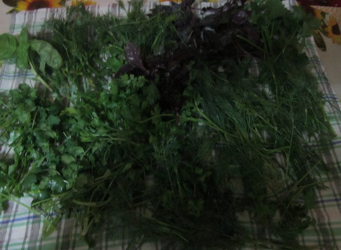 Перец с зеленью и чесноком на зиму
