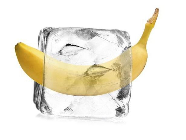 Засунула целый банан молодость
