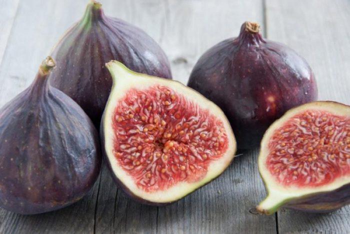 Спелые плоды инжира пригодные к сушке