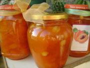 Домашнее янтарное абрикосовое варенье дольками и с косточками