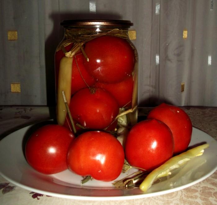 Маринованное ассорти из помидоров и перцев в сладком маринаде