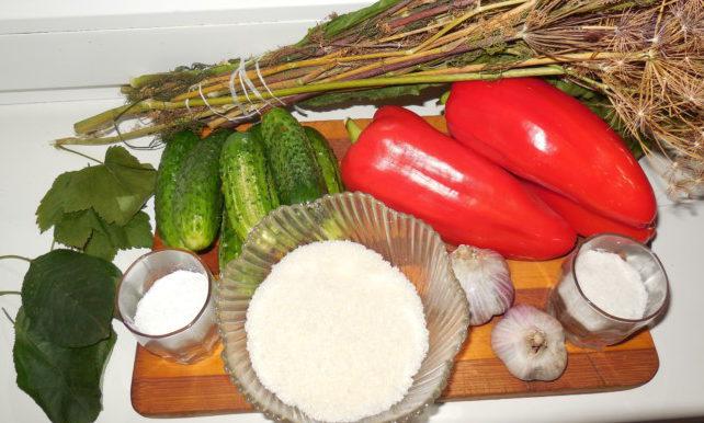 Маринованные огурцы с болгарским перцем