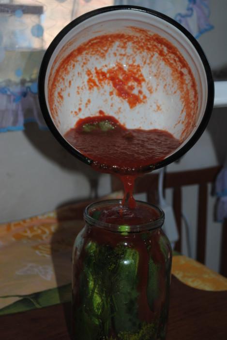 Огурцы маринованные с томатной пастой