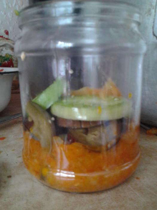 Зимний салат с баклажанами и зелеными помидорами
