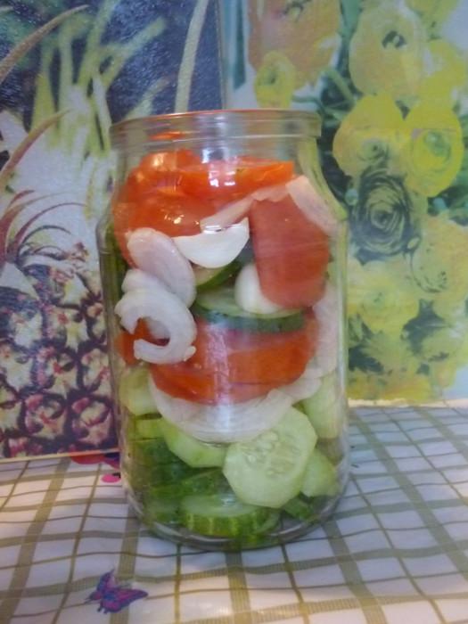 Консервированный салат из помидоров и огурцов