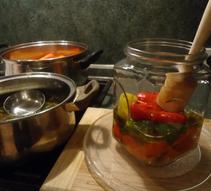 Маринованный болгарский перец в маринаде с маслом