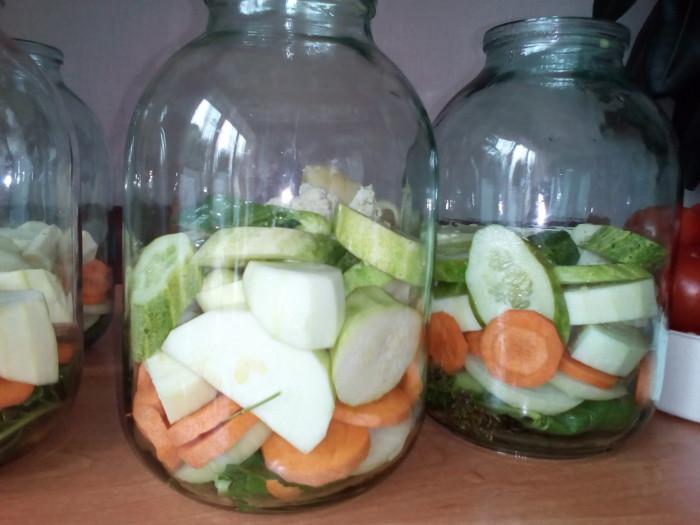 Салат из помидоров и риса на зиму