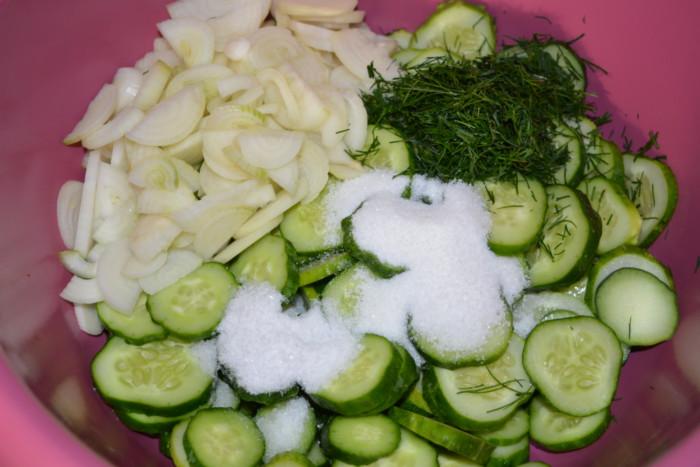 Огуречный салат Нежинский