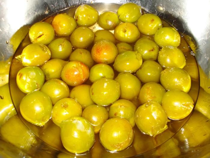 Желтые сливы в сахарном сиропе без косточки