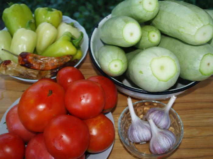 Острый салат из кабачков на зиму