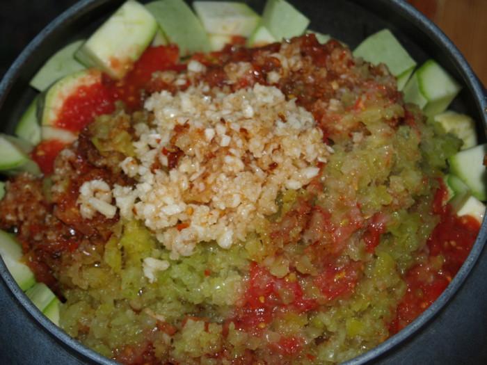 Как сделать огуречный салат на зиму