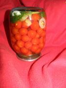 Маринованные помидоры черри с морковной ботвой