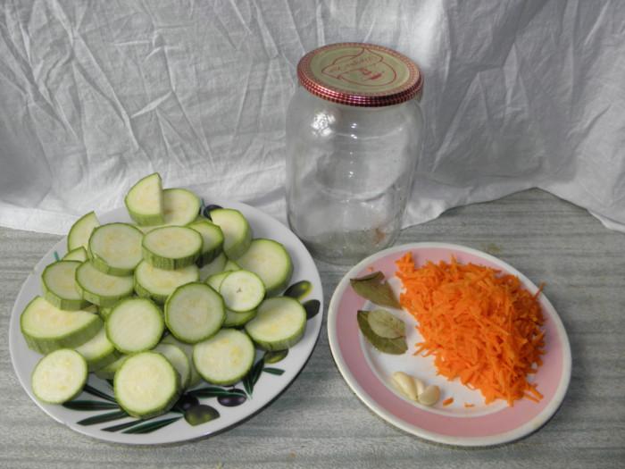 Маринованные кабачки с морковью быстрого приготовления